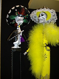 Dia del los Muertos art (Paper mache Skeleton couple)