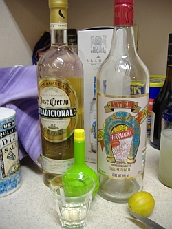Making a Mexican Tequila drink-Paloma(dove)