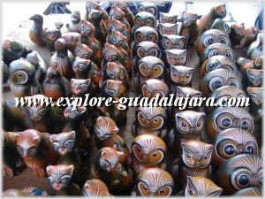 Painted owls and cats made out of barro (clay).